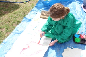 L painting a pink love heart.